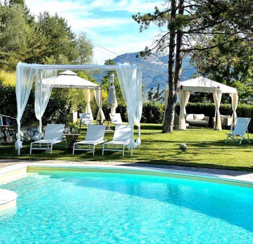 La piscina del casale dell'agriturismo di charme la panoramica gubbio in umbria